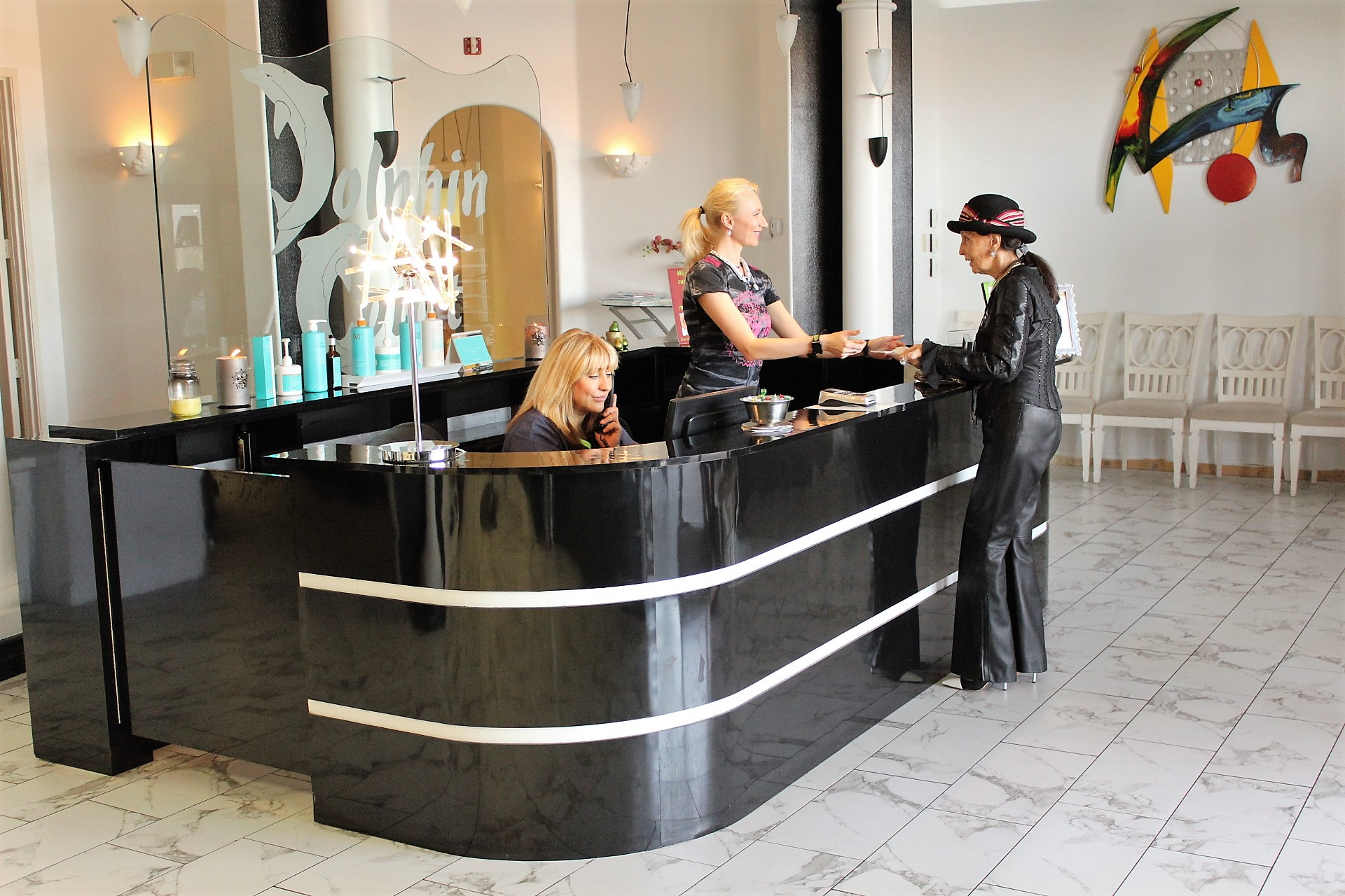 Dolphin Court Salon is looking for talented individuals to join our team!